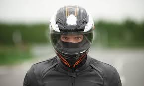 Helm dan GPS Tracker Motor yang Beri Kenyamanan dan Keamanan Bagi Pengendara Motor